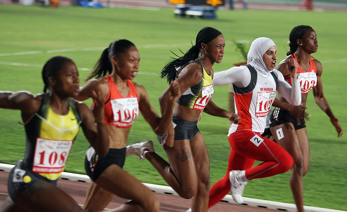 Rakia Al-Gassra of Bahrain (2ndR) competes on her way to the third place during the 100 m race of International Association of Athletics Federations (IAAF) Super Grand Prix, in Doha 11 May 2007. US Allyson Felix took the gold medal, and Sheri-Ann Brooks of Jamaica the silver.   AFP PHOTO/KARIM JAAFAR / AFP PHOTO / KARIM JAAFAR